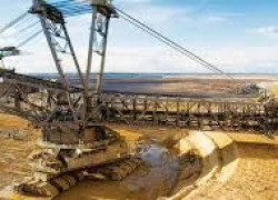 & # 39; The world's largest mining company cut profits by 37%