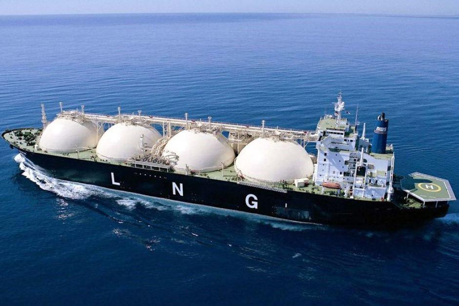 LNG-Tanker-Setting-Sail