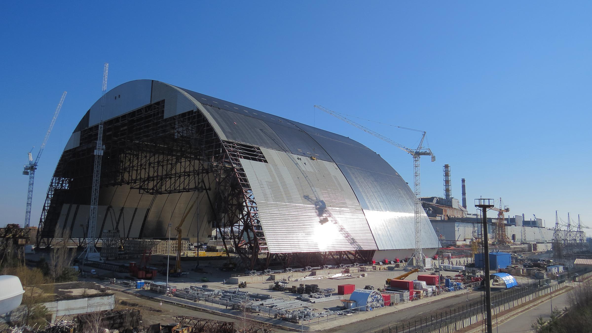 Начат процесс надвижки нового укрытия наЧернобыльской АЭС