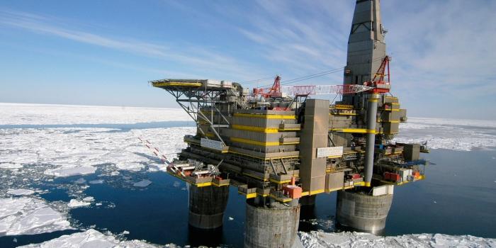 США запретили своим организациям бурить скважины вАрктике до 2022-ого года