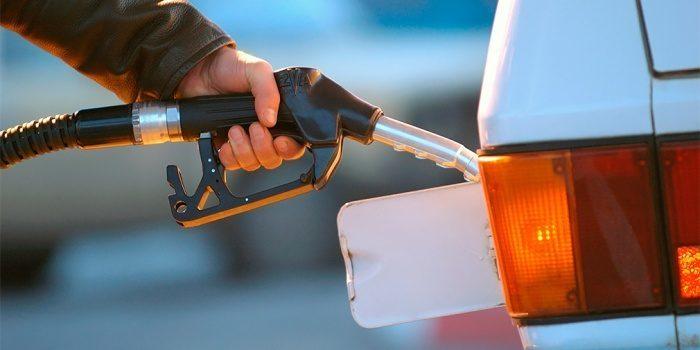 Ряд сетей АЗС снизил цены набензин идизтопливо
