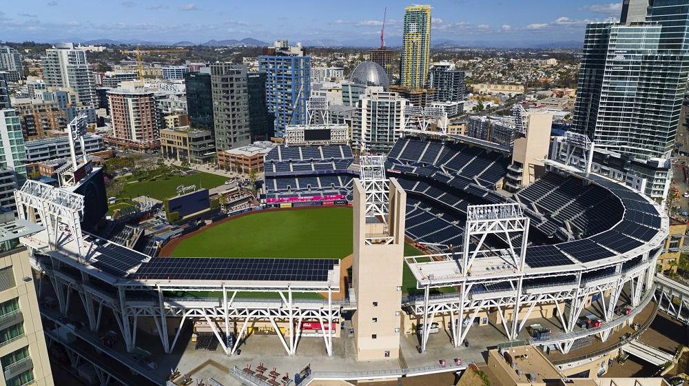 Стадионы в США массово переходят на солнечное энергоснабжение
