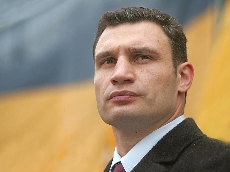 Внедорожник Кличко перекрыл полосу для автобусов вцентре украинской столицы